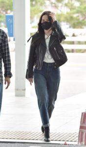 Jisoo-paris-fashion-week-airport-fashion-namaste-hallyu
