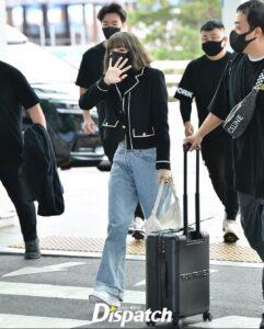 lisa-paris-fashion-week-airport-namaste-hallyu